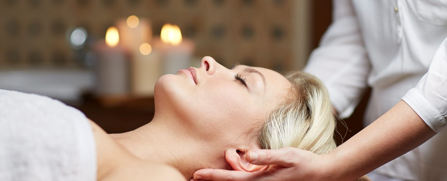 Spas in Northern VA | Woman getting a massage to her neck and shoudlers